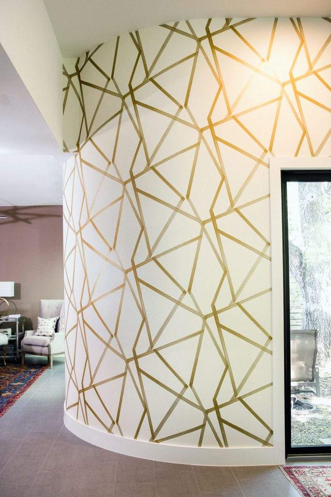 interior design remodel | white rounded wall with gold lines | austin, texas