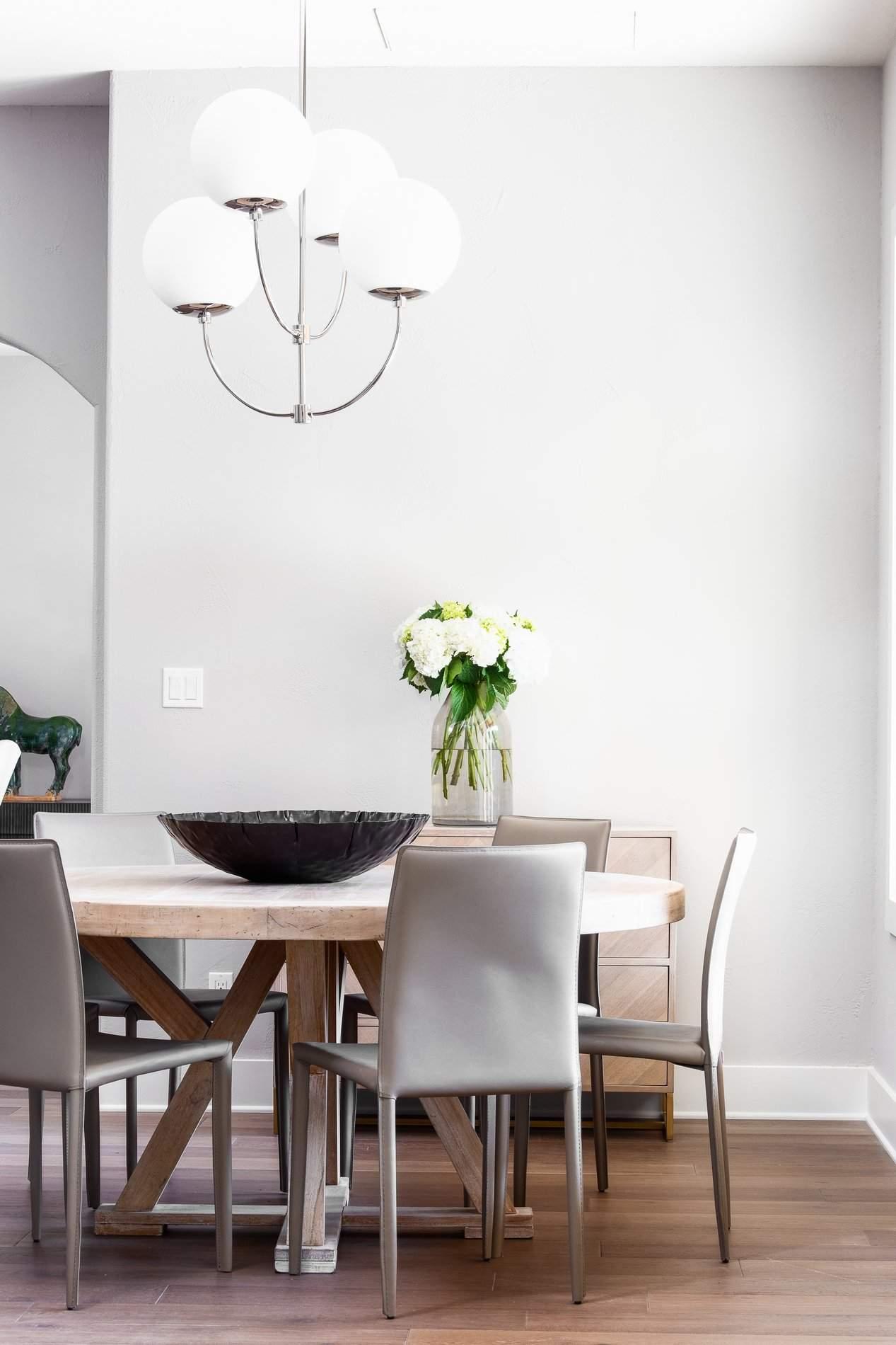 interior design austin | dining table with chandelier | austin, texas