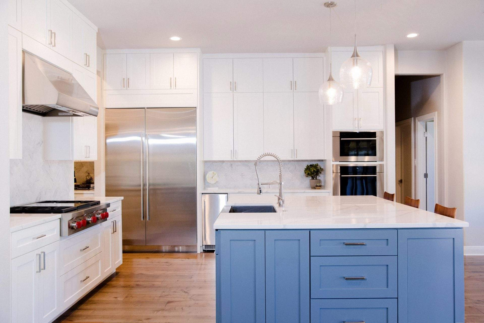 Northwest Balcones - interior design austin | cabinets with cook top and vent hood and island | austin, texas